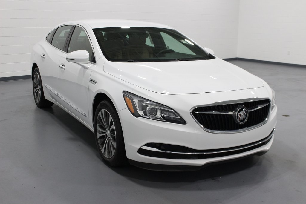 Pre-Owned 2018 Buick LaCrosse Essence