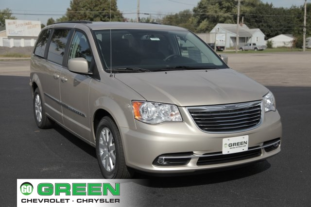 New 2016 Chrysler Town & Country Touring 4D Passenger Van