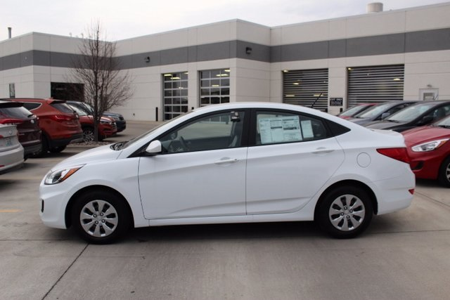 New 2017 Hyundai Accent SE 4D Sedan in Quad Cities H
